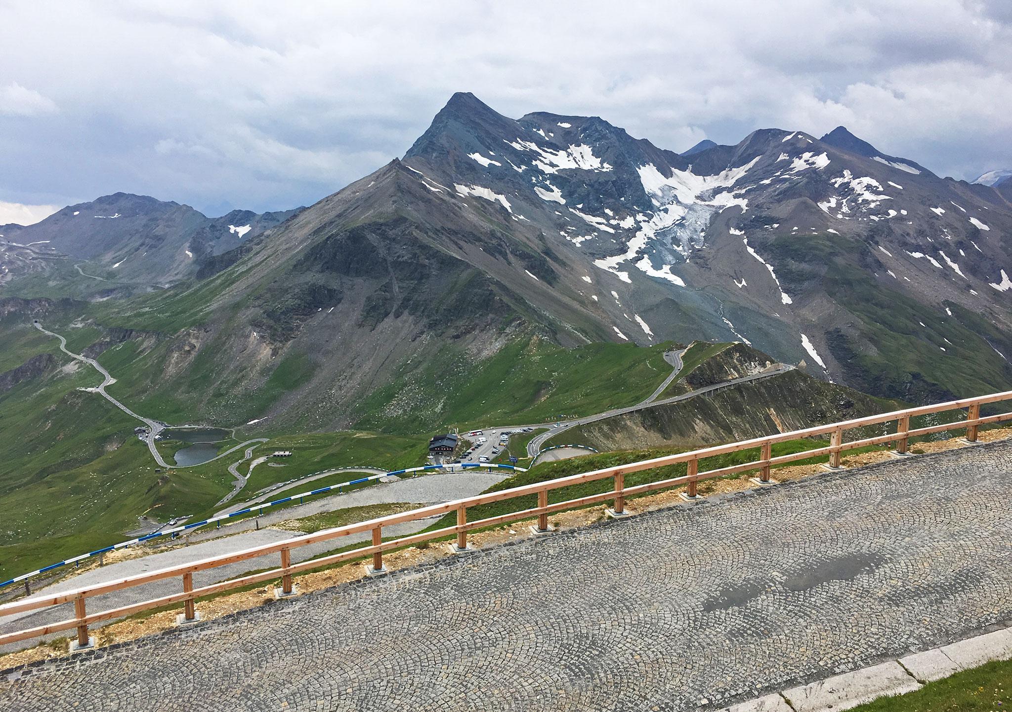 Cobblestone road to Edelweißhütte