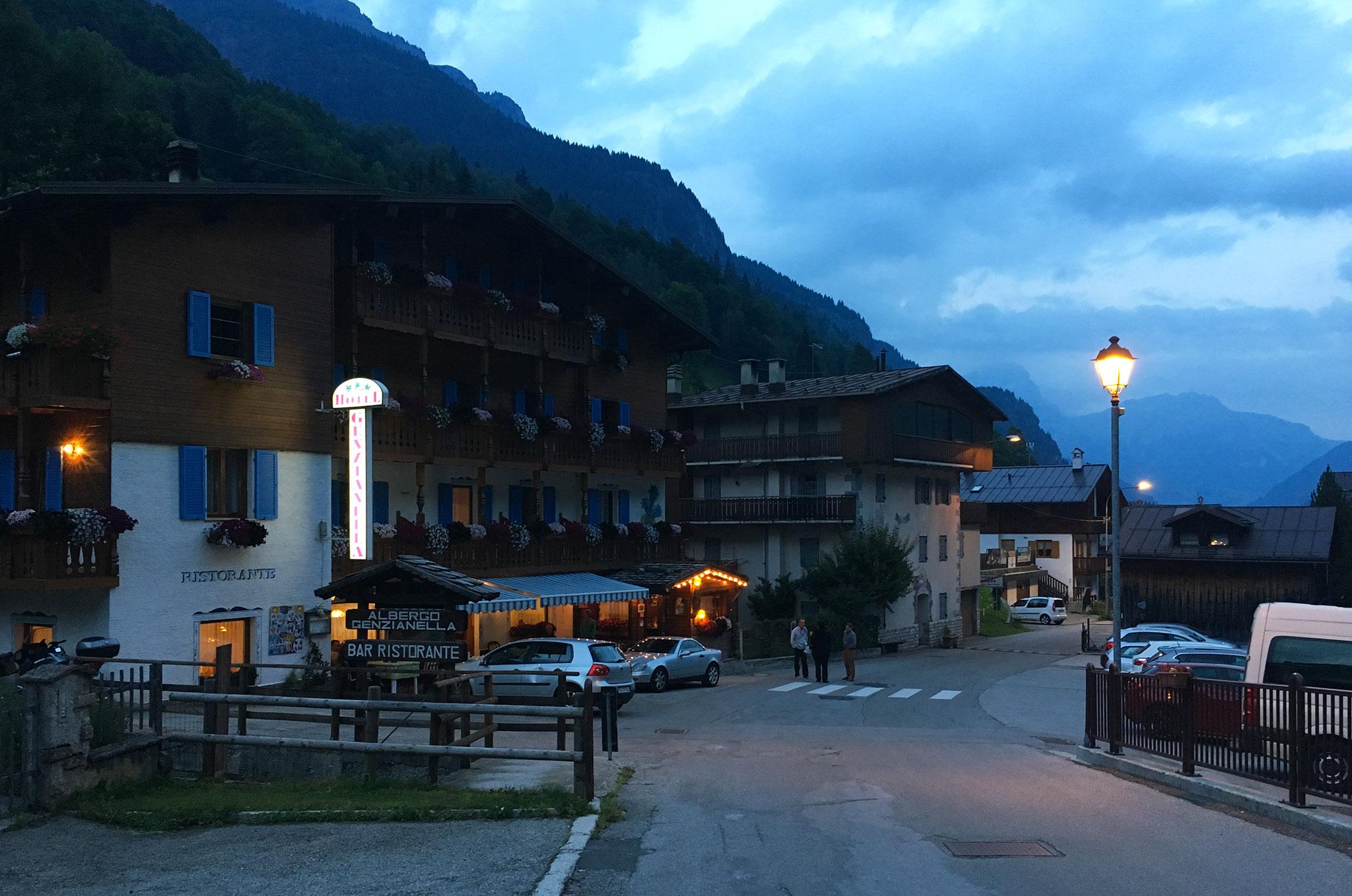 Hotel Albergo Gianzinella in Sottoguda by night