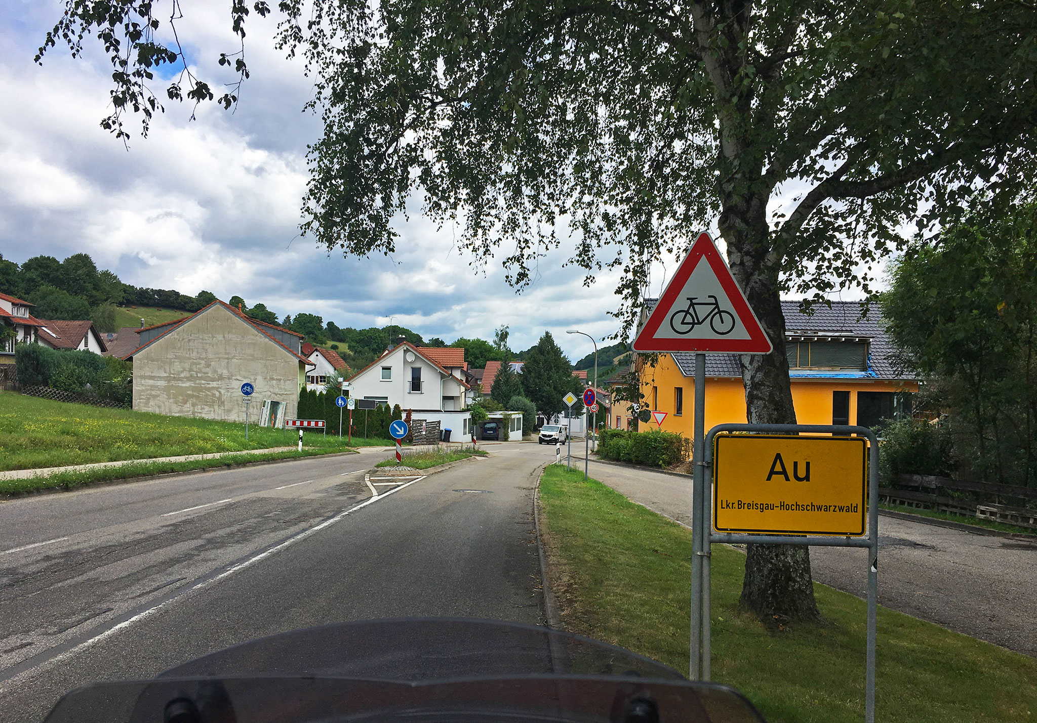 Passing through the village of Au (ouch in Norwegian)