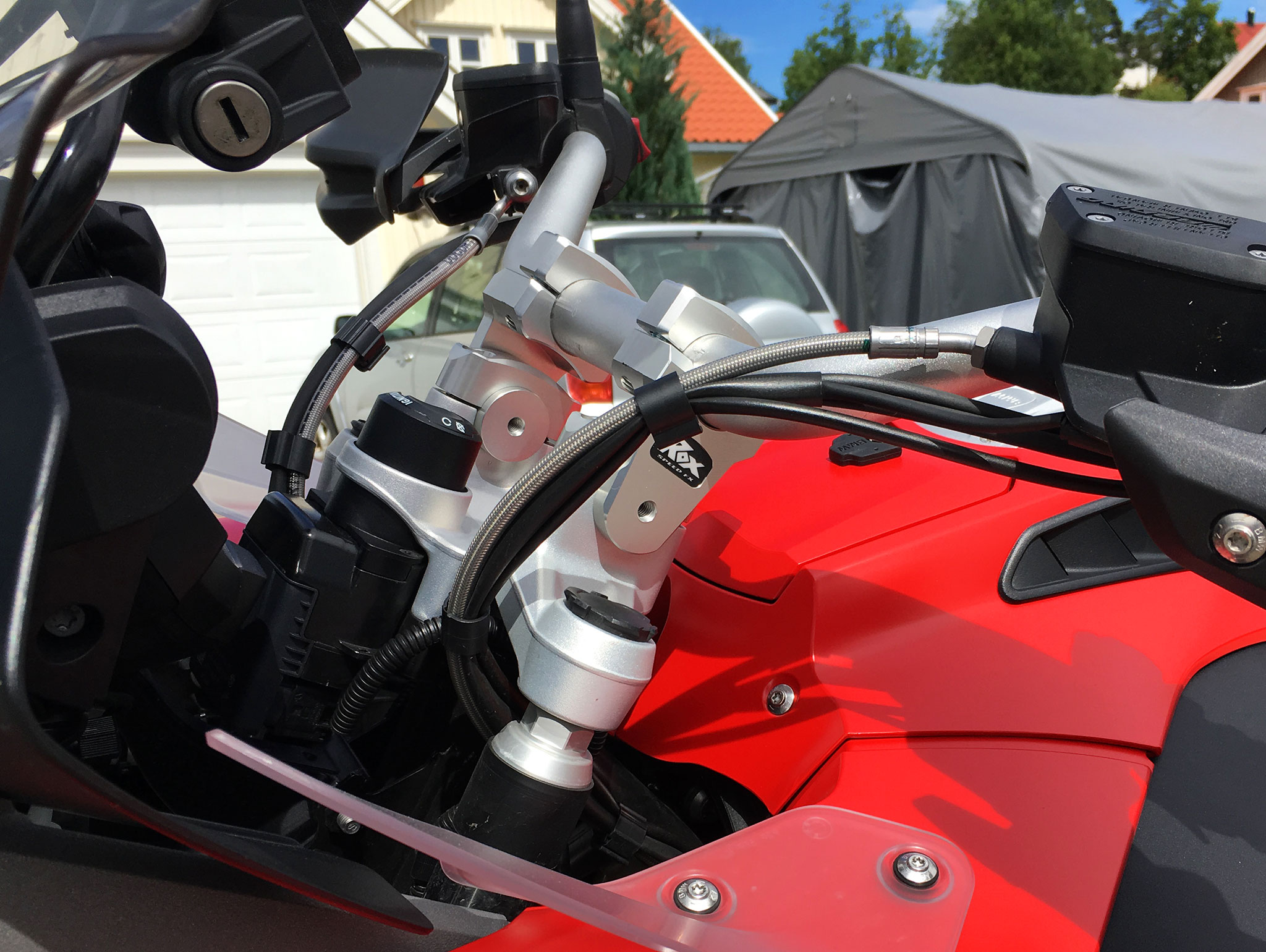 Rox Risers fitted on the BWM R1200GS Adventure LC