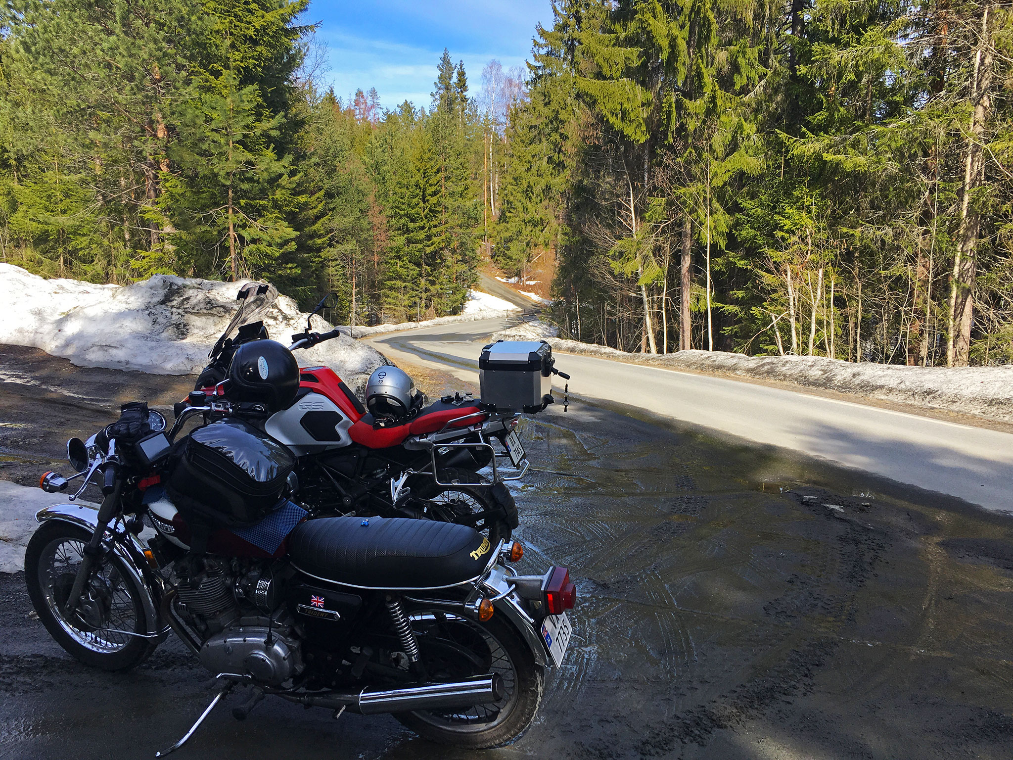 Spring riding: parked in Lur valley