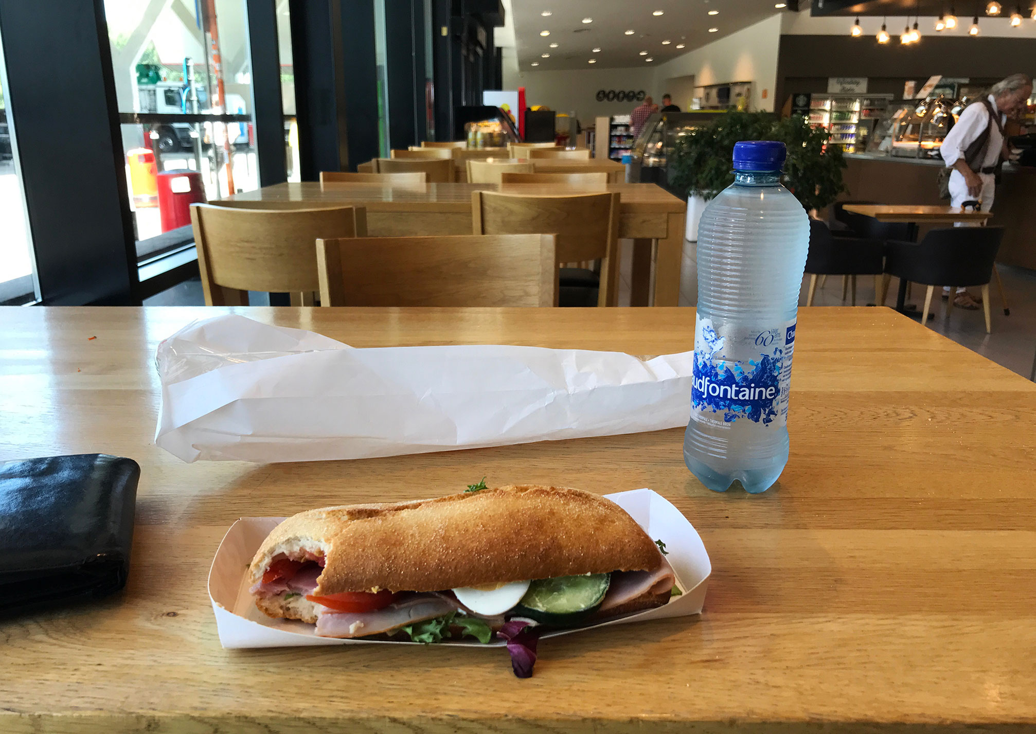 Going east: lunchtime in Belgium, along the A40