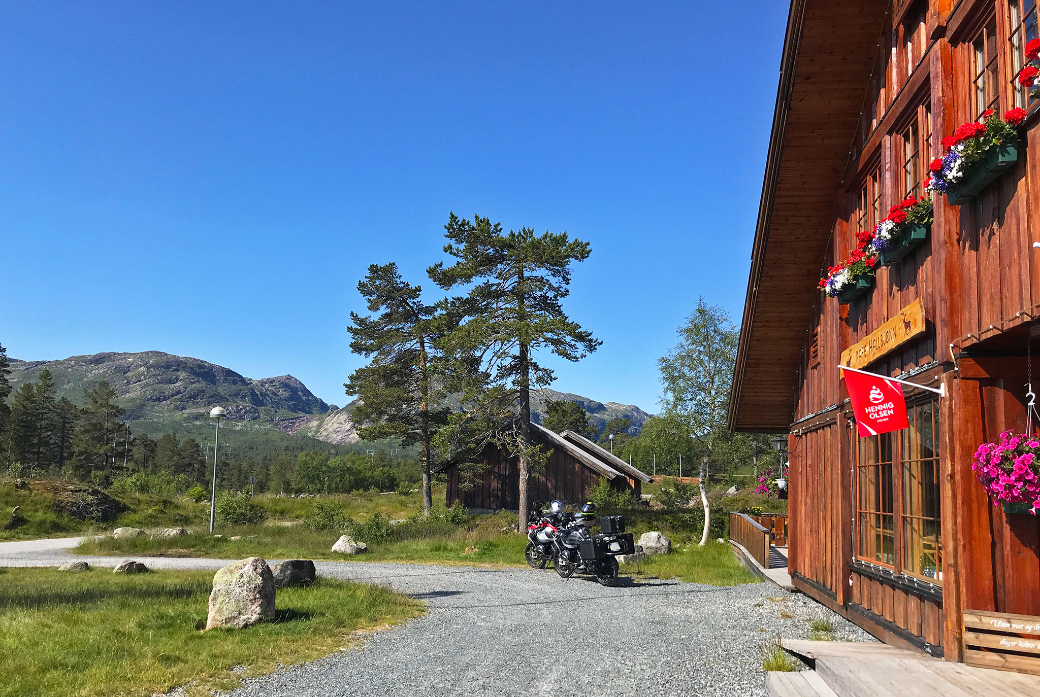 Towards Lysebotn: Hallbjønnsekken. Dalen in Telemark
