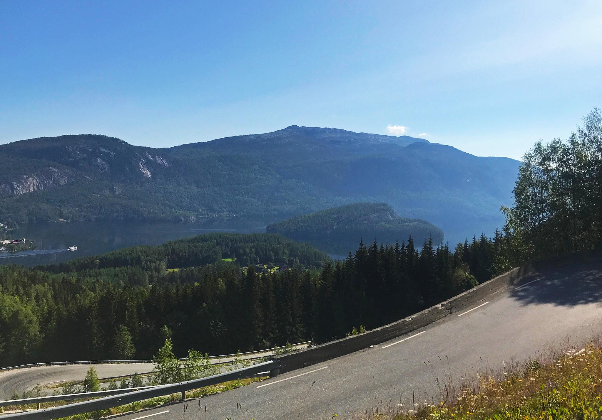 Riding down towards Kviteseidvatnet , or Lake Kviteseid