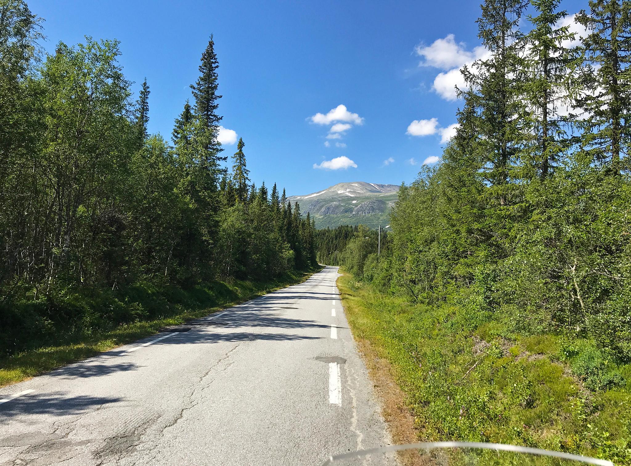 Towards Jotunheimen: Along Tørpegardsvegen in uppe Valdres