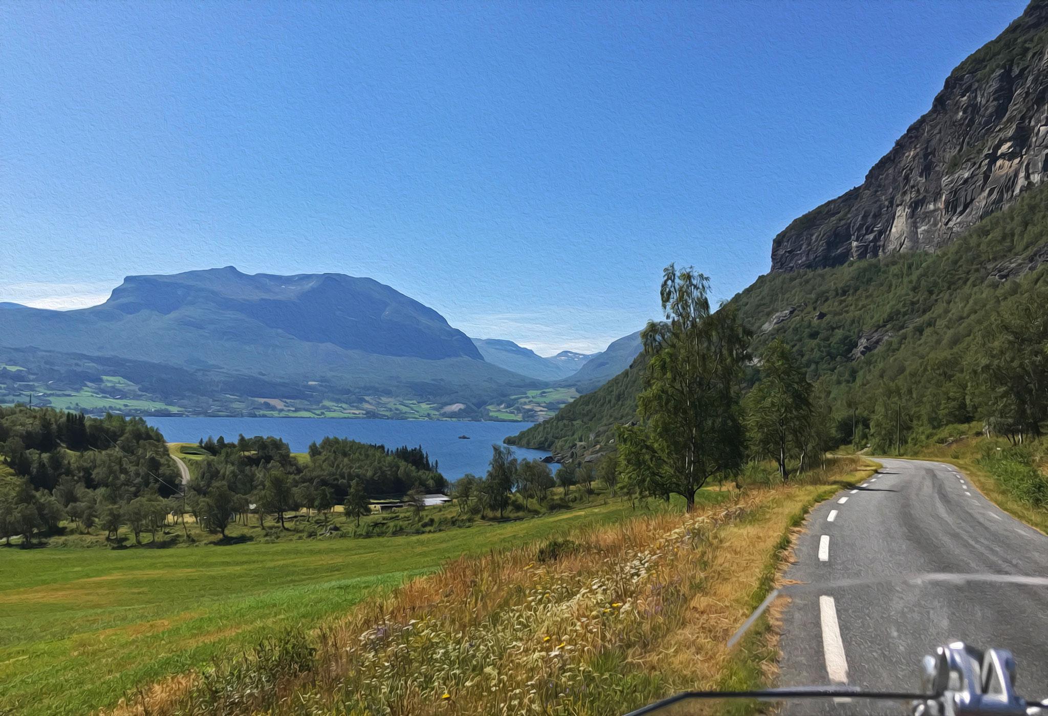 Along Vennisvegen. View to lake Vangsmjøse and some prettty mountains