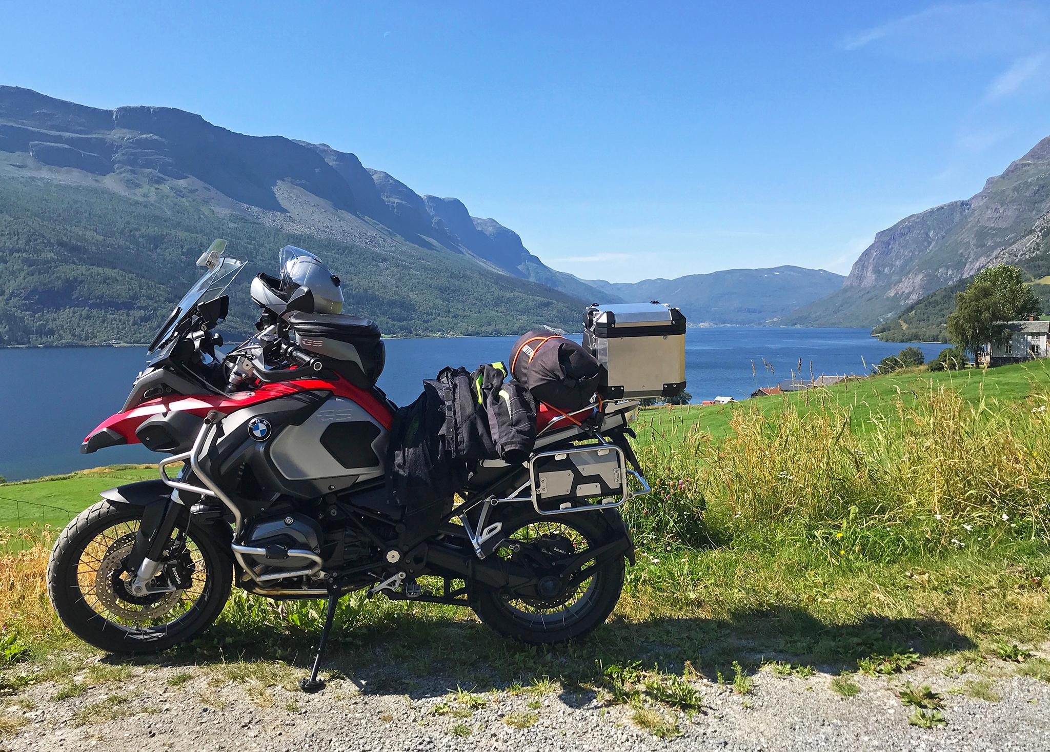 To Jotunheimen: by lake Vangsmjøse