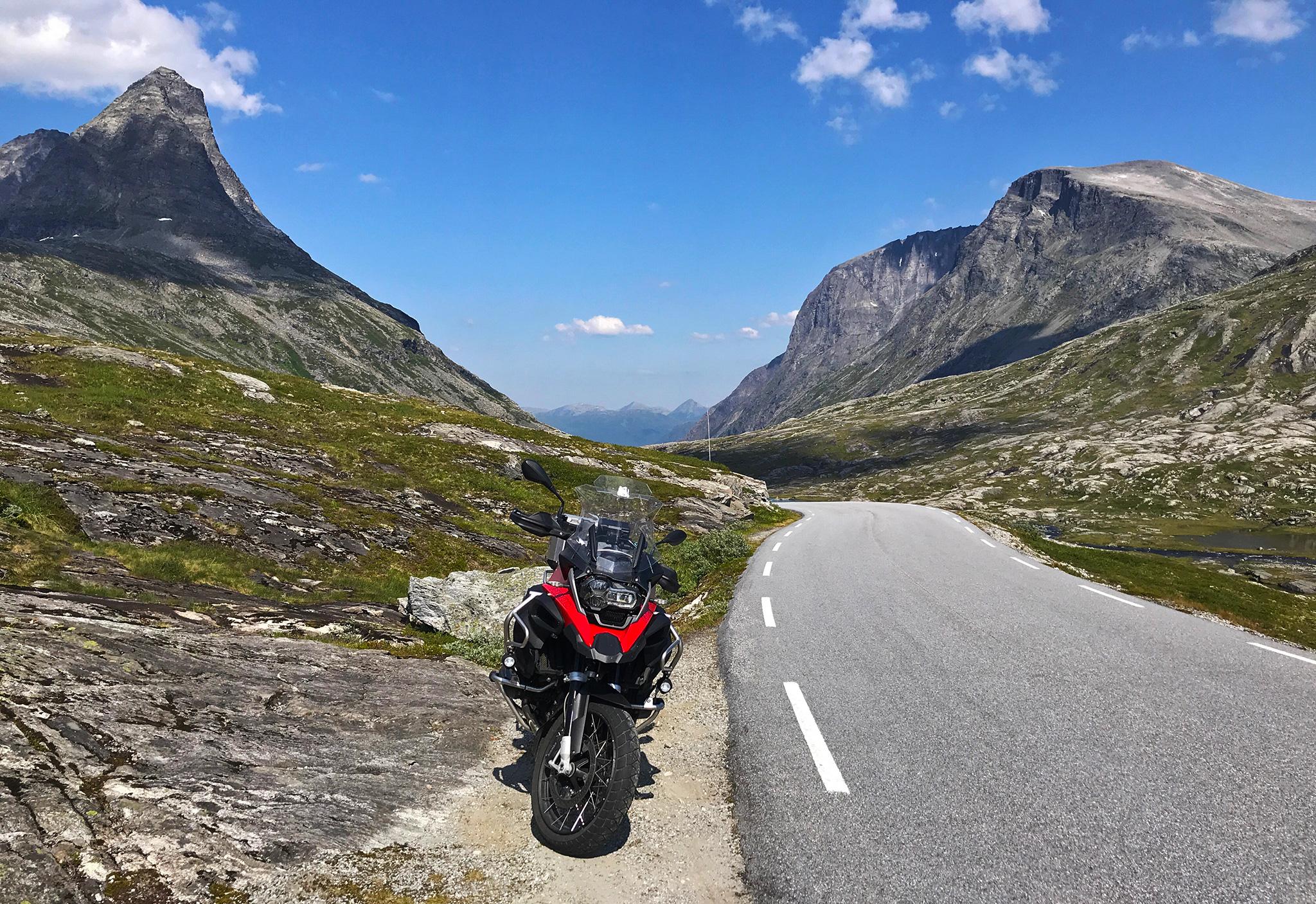 Trollstigen: along Fv53 the scenery is... exactly