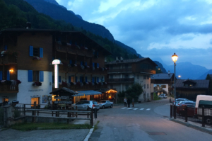 Hotel Albergo Gianzinella in Sottoguda by night